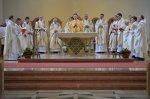 9-abt-rhabanus-mit-15-konzelebranten-am-altar.jpg