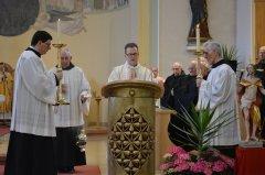2-diakon-christof-zeiss-beim-lesen-des-evangeliums-DSC_0237.jpg