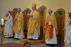 5-abt-rhabanus-mit-den-goldenen-priester-jubilaren-DSC_0329.jpg